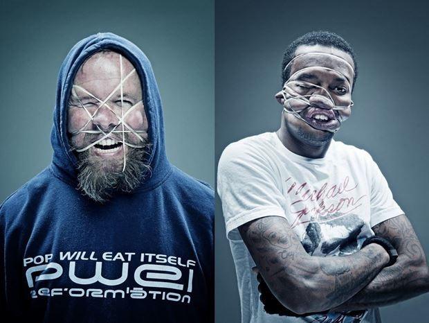Уэс Нейман. Портреты людей с перетянутыми резинками лицами, которые показывают средний палец