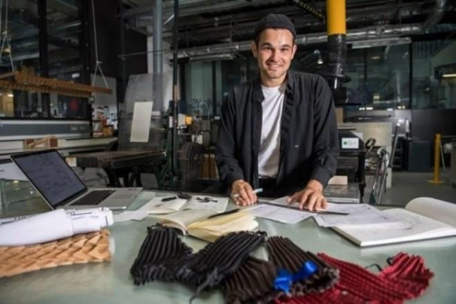 Британский дизайнер разработал одежду, которая «растет» вместе с ребенком