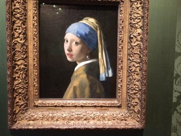 Где находятся картины известных художников?