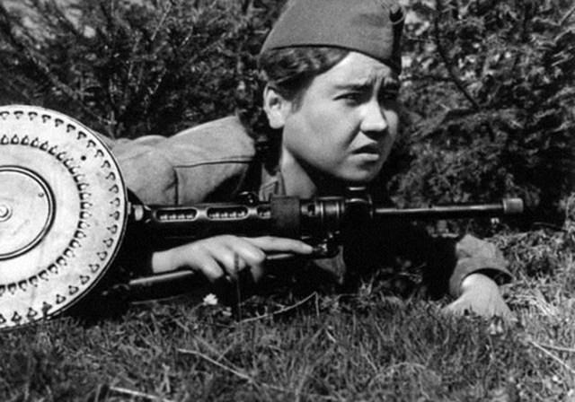 Маншук Маметова: как пулеметчица в бою уничтожила 70 гитлеровцев