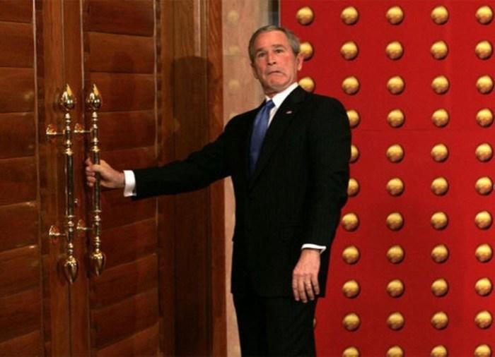 Куда должна открываться дверь: внутрь или наружу