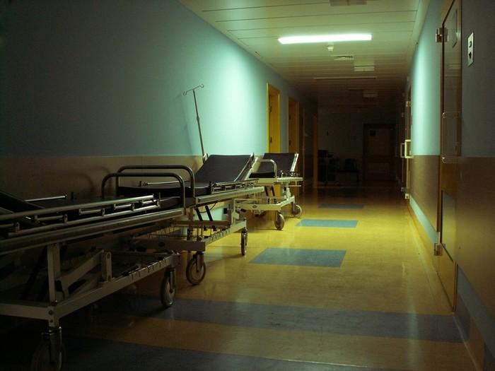 Твари без глаз и признания в убийствах. Что медработники слышат от умирающих пациентов?