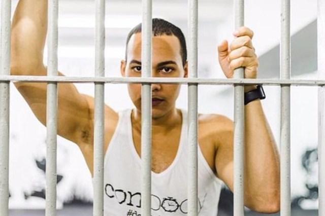 Криминальный босс учит знаменитостей качаться «по тюремному»
