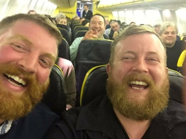 Мужчина случайно встретил двойника во время перелета
