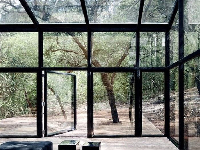 Дом с зеркальным фасадом в Мексике