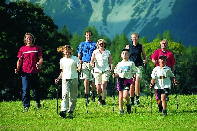 Зачем старики ходят с лыжными палками? Скандинавская ходьба с палками