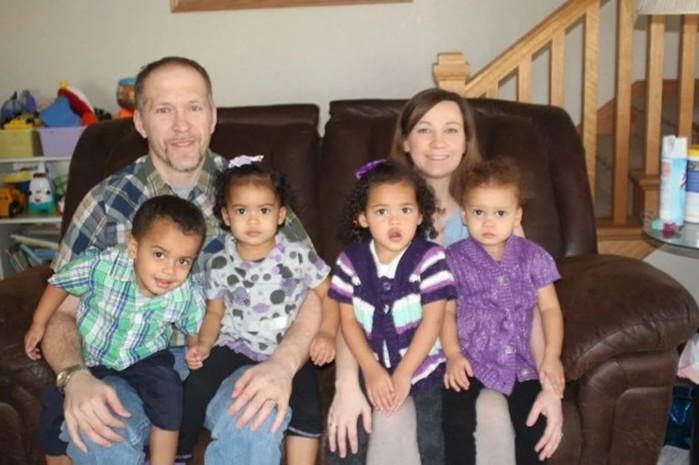 После рождения третьей пары близнецов мать посмотрела в свидетельство о рождении и потеряла дар речи