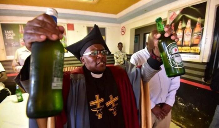 Церковь Габола в ЮАР, в которой можно молиться и пить алкоголь одновременно