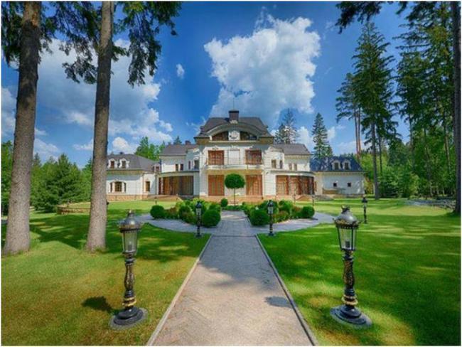 Золотой дворец на Рублёвке за 100 млн долларов