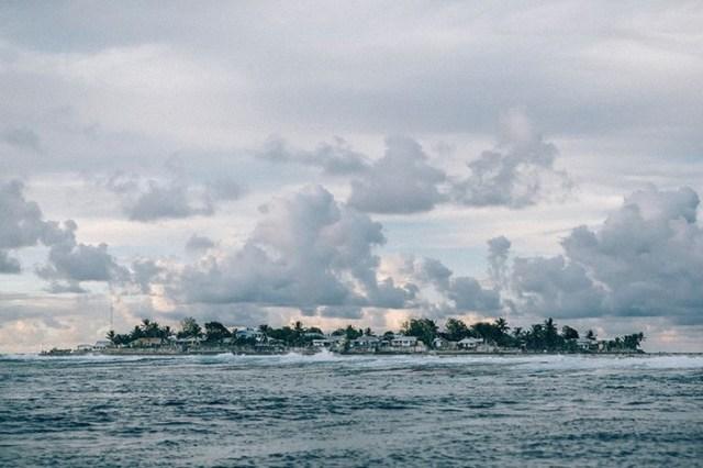 Самая отдаленная страна мира, которая постепенно уходит под воду