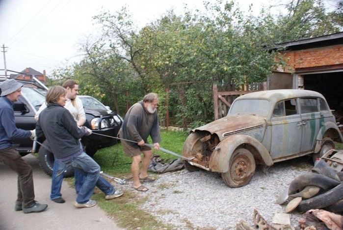 Реставрация реликвии: ретро автомобиль «Москвич 401» восстановлен!