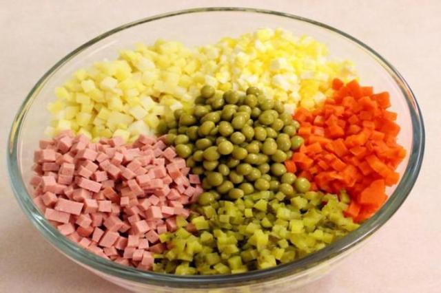 Диетологи назвали самый опасный ингредиент салата «Оливье»