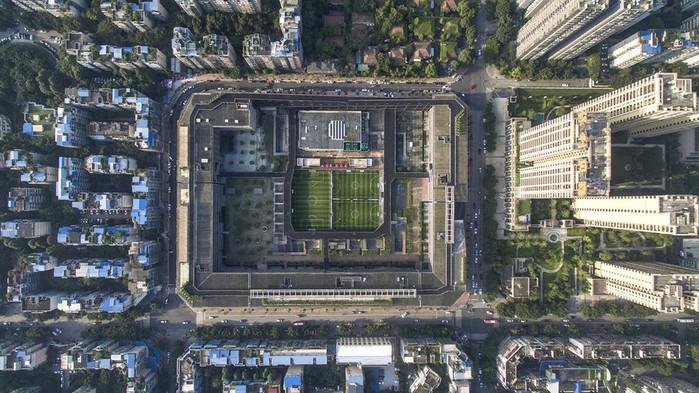 Многофункциональный комплекс West Village (Китай) с оригинальным дизайном