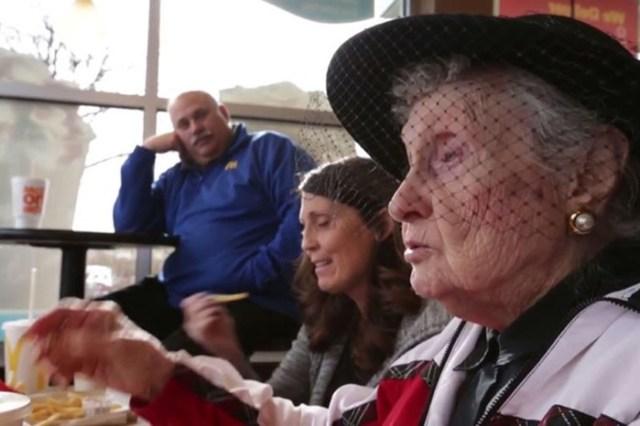 Американская долгожительница о секретах долголетия. Она любит фастфуд!