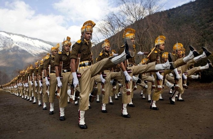 Театральность и нелепость индийской армии (фото и видео)
