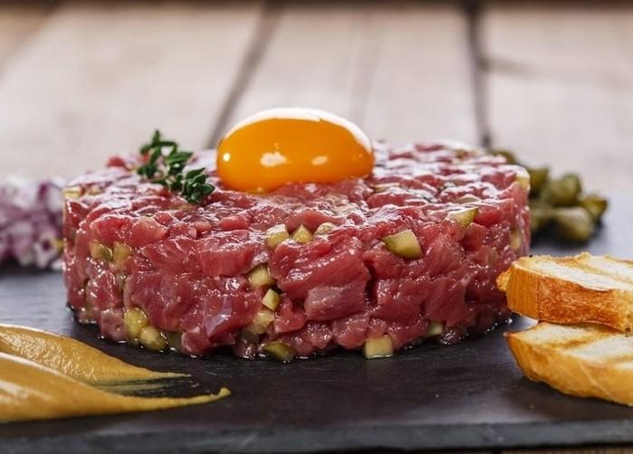 Топ 8 знаменитых блюд из сырого мяса