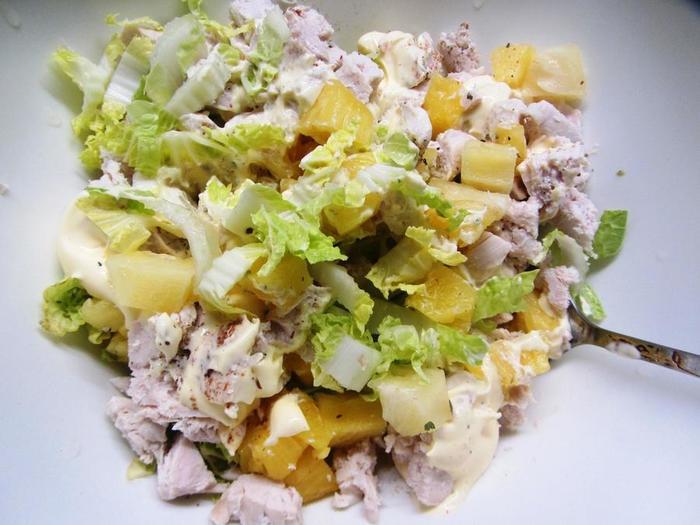 Диетический салат: капуста пекинская, курица, ананас