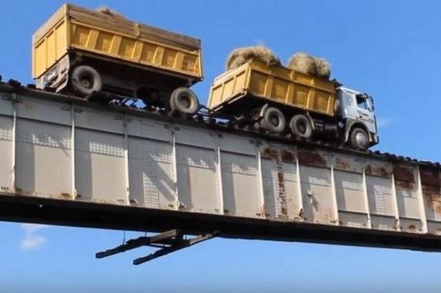 Самый экстремальный мост в Сибири— видео