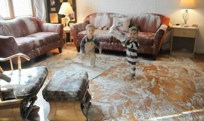 Как выглядят две минуты тишины: фотографии детей, оставшихся без присмотра