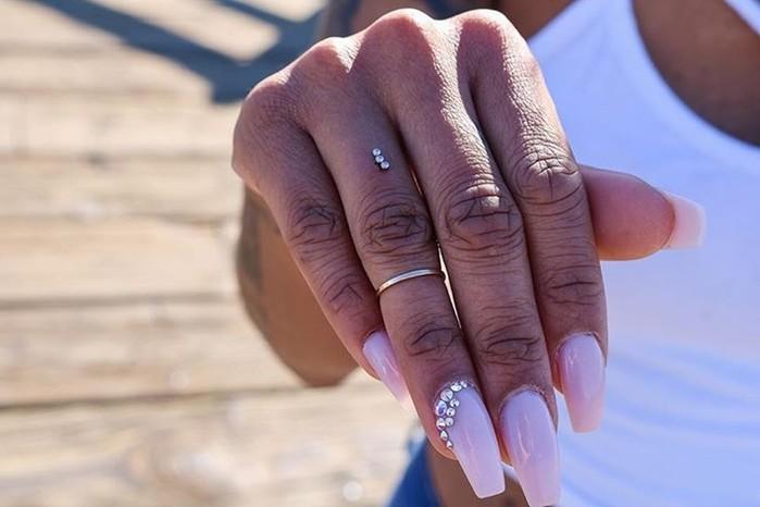 Странный модный тренд— делать пирсинг пальцев