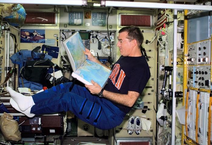 10 потерянных в космосе вещей, которые выронили астронавты