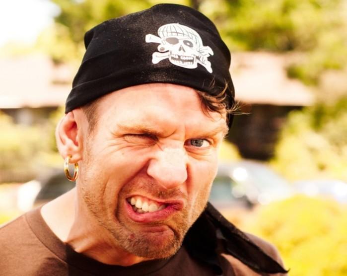 Почему пираты носили серьги в ушах