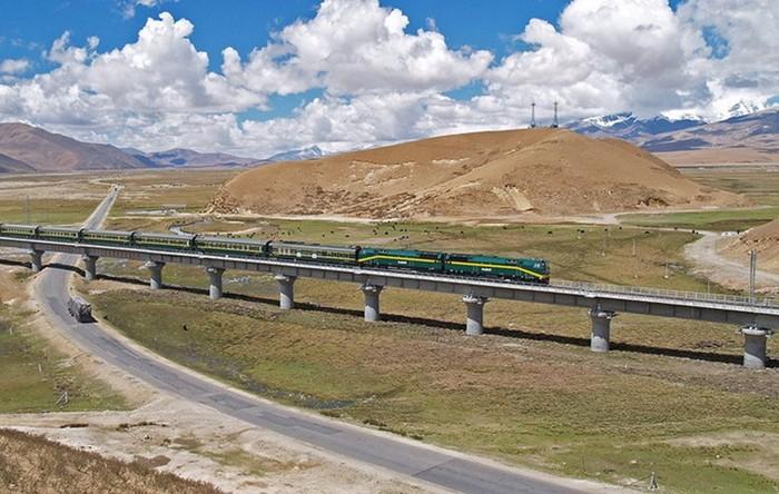 Как китайцы построили железную дорогу в Тибет: фотографии
