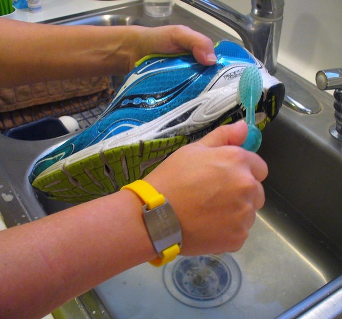Как правильно постирать обувь в машинке, чтобы не пришлось покупать новую