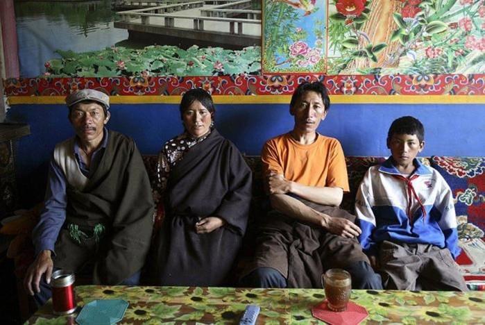 Полиандрия: у каких народов в семье одна жена и несколько мужей