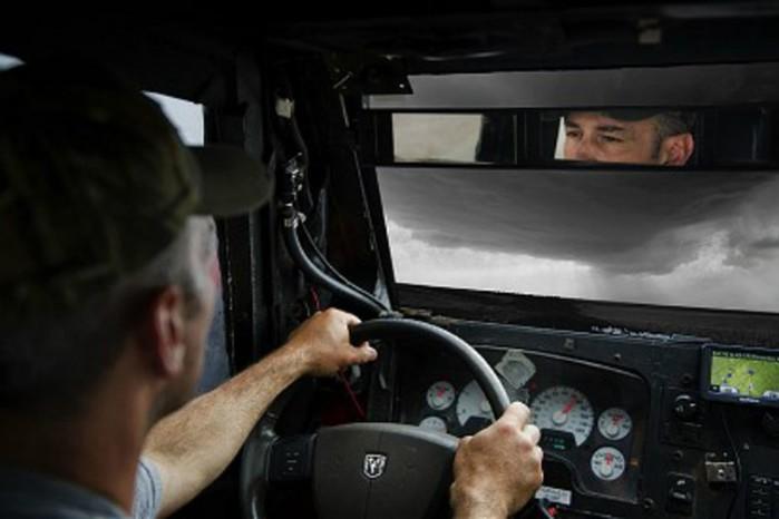 Водитель грузовика проехал сквозь торнадо в Новой Зеландии