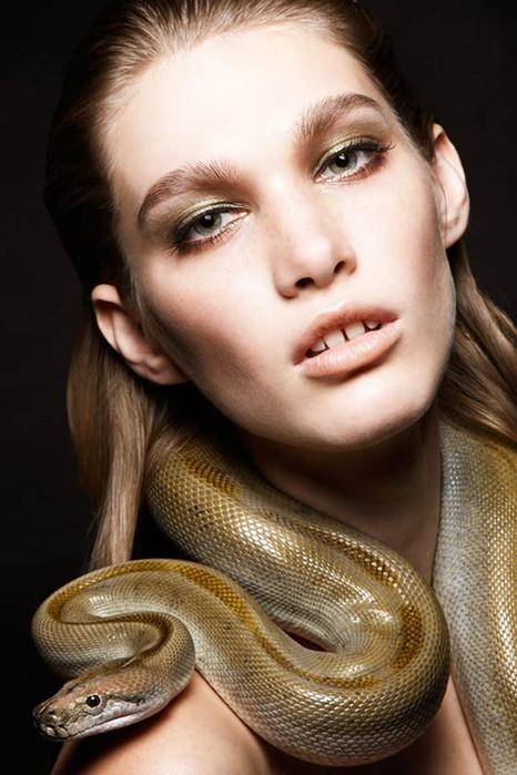«Змеи и девушки»: серия фотографий Александры Лерой