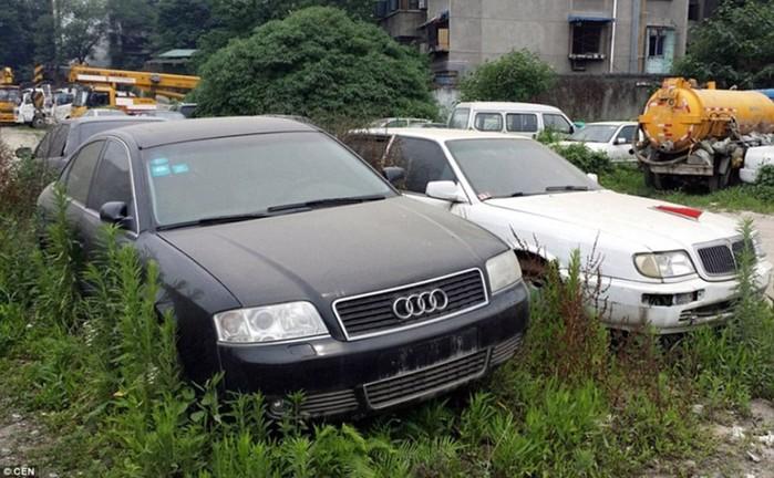 На китайском кладбище роскошных автомобилей