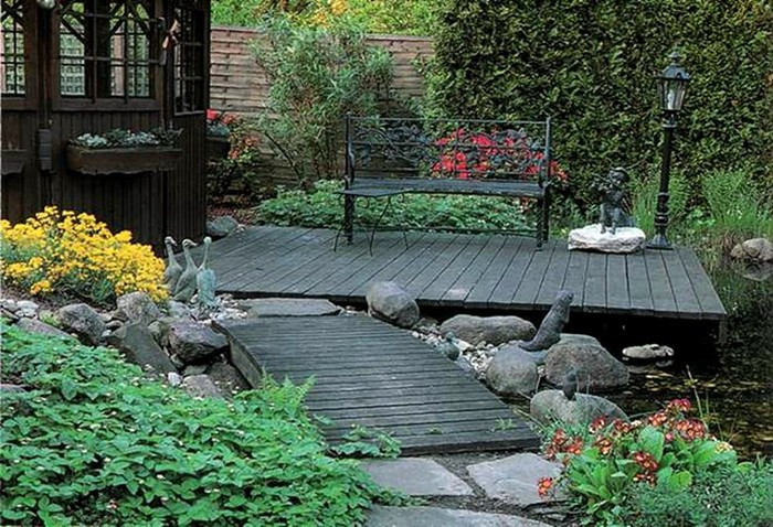 Настил в саду: как его устроить и использовать