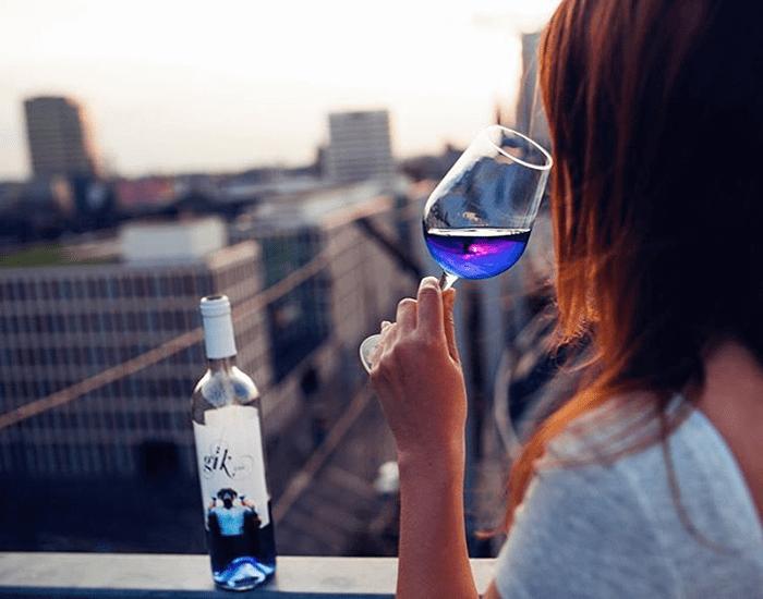 Как делается синее вино: секрет оказался очень простым