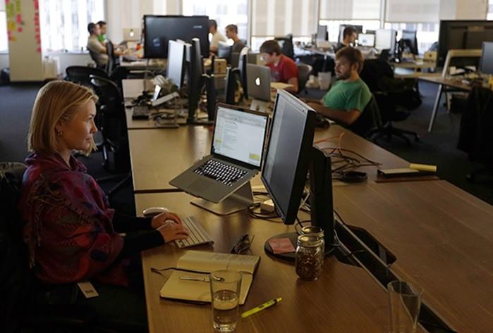 Россиянок домогаются, оскорбляют и лишают работы. Но закон их не защитит