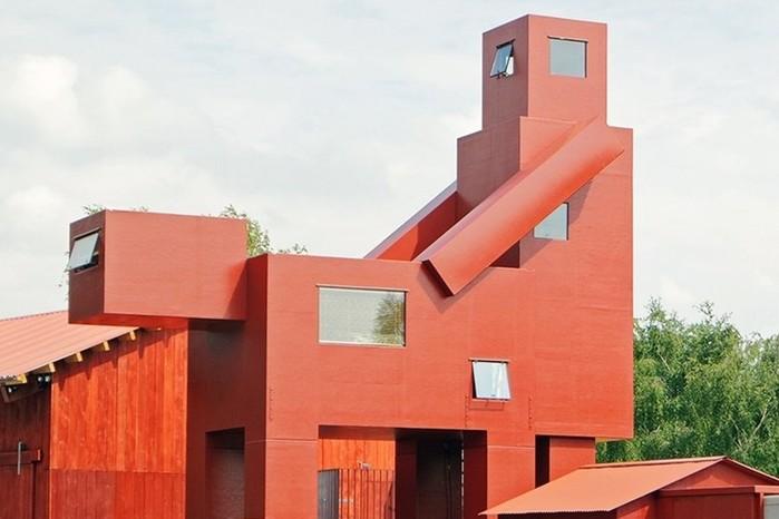 Парижский Лувр выступил против скульптуры «совокупляющихся» зданий