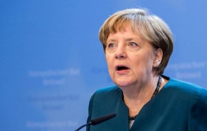 Яичная атака: что бросали в известных политиков недовольные граждане разных стран