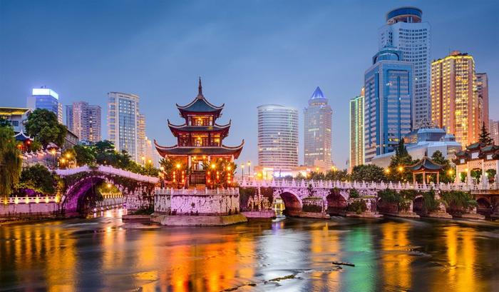Яркие огни в китайском городе