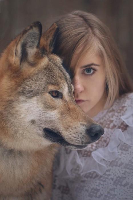 Женщины и животные: веселые фотографии об их отношениях
