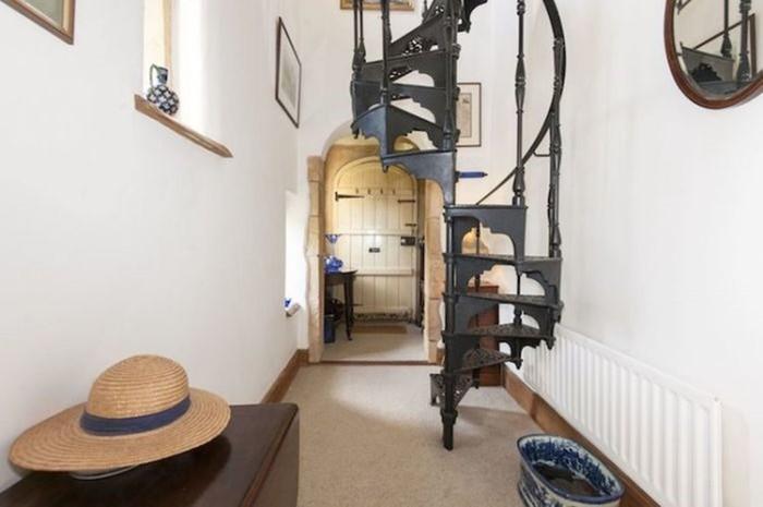 Маленький английский замок размером с обычную квартиру