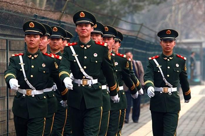 Китайские танки и солдаты НОАК