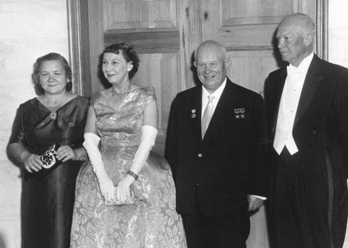 Наряды первых леди CССР и России— от Хрущевой до Путиной