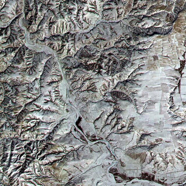 Великая китайская стена в летней зелени. История создания легендарного сооружения