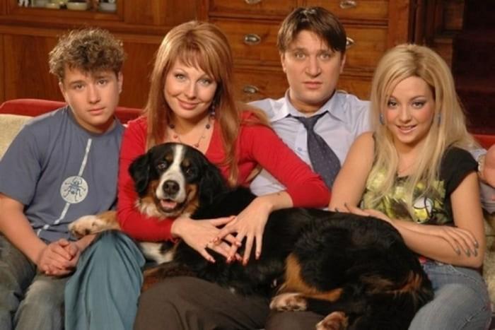 Как изменились актеры сериала «Счастливы вместе» 12 лет спустя