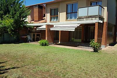 Espaciosa casa con terraza & balcón Álava