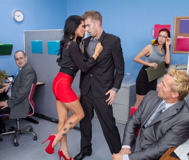 Hot Boss Romi Rain Gets Fucked In Front Of The Office Picture 09