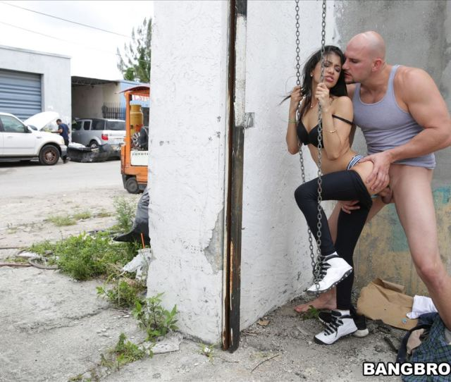 Veronica Rodriguez Gets Banged In Public And A Restroom Picture 09