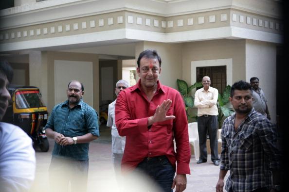 संजय दत्त को मिलेगी सजा में छूट, फरवरी में रिहा होंगे!