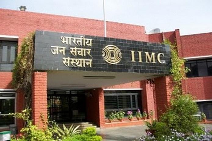 JNU के समर्थन पर IIMC प्रोफेसर की गई नौकरी, मंत्रालय पर लगाए गंभीर आरोप