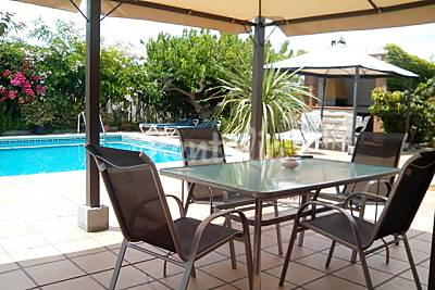 Villa Tropical (piscina, playa, esquí y golf). Granada